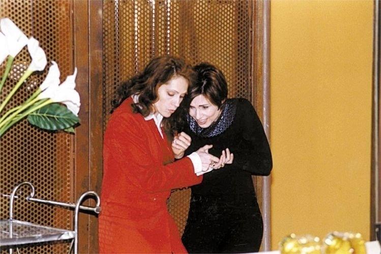 """1998 - Rafaela (Christiane Torloni) e Leila (Sílvia Pfeifer), em """"Torre de Babel"""", formavam um casal de namoradas que morreram juntas em uma explosão de um shopping, na trama de Silvio de Abreu"""