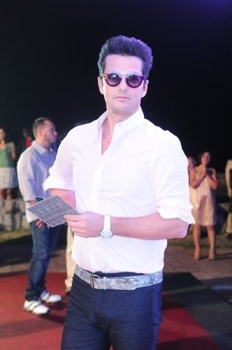 """2011 - Marcelo Serrado, interpreta o inseguro e submisso Crodoaldo Valério, conhecido como """"Crô"""", o mordomo homossexual de Tereza Cristina em """"Fina Estampa"""". O personagem fez tanto sucesso que ganhou filme, série e livro"""