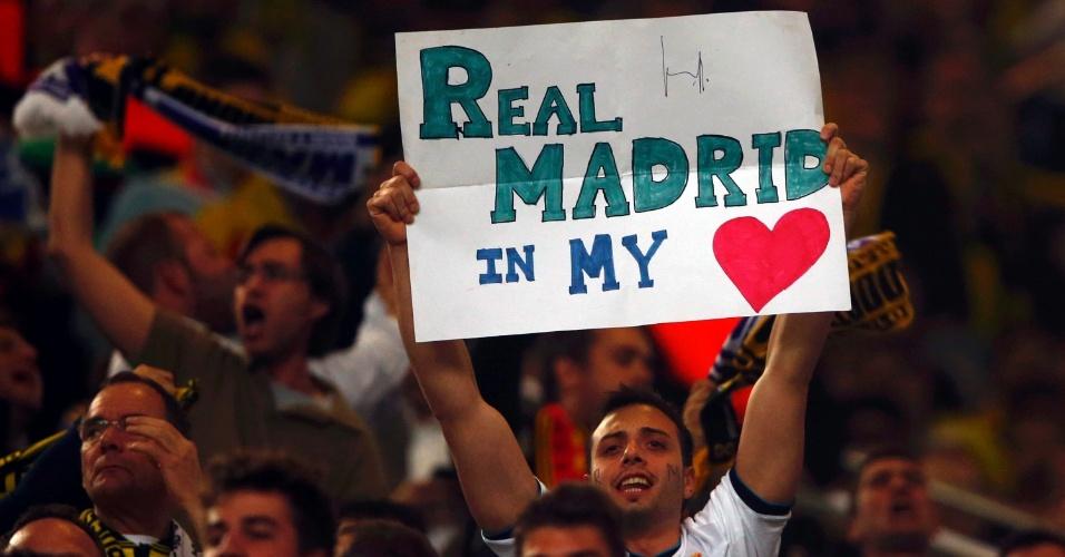 24.abr.2013 - Torcedor mostra amor pelo Real Madrid na partida contra o Borussia Dortmund na Alemanha pela Liga dos Campeões