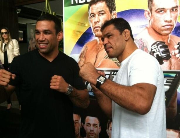 24.abr.2013 - Fabrício Werdum e Minotauro se encaram durante evento promocional do UFC de Fortaleza, em 8 de junho, que terá o duelo de técnicos e a final do TUF Brasil 2