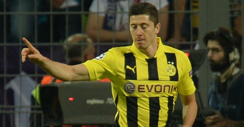 24.abr.2013 - Lewandowski comemora gol que abriu o placar para o Borussia Dortmund contra o Real Madrid pela Liga dos Campeões