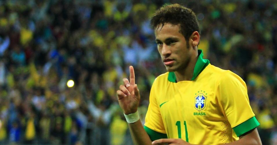 24.abr.2013 - Neymar comemora após marcar para o Brasil no amistoso contra o Chile no Mineirão