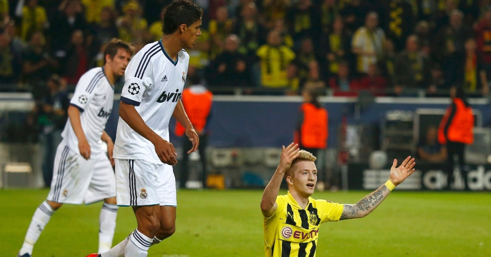 24.abr.2013 - Reus reclama de pênalti em lance da partida contra o Real Madrid pela Liga dos Campeões
