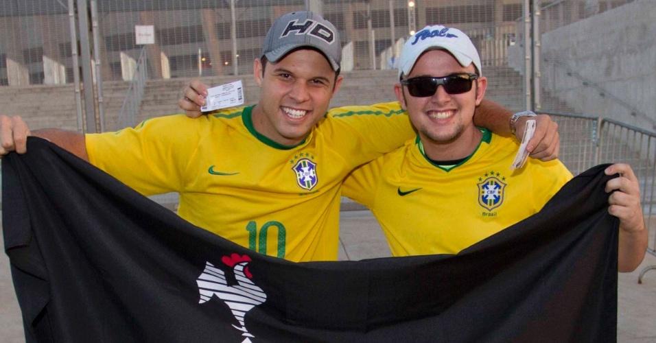 24.abr.2013 - Torcedores do Atlético-MG chegam no estádio do Mineirão para acompanhar a partida amistosa entre Brasil e Chile, nesta quarta-feira