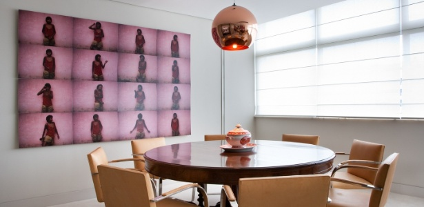 Na sala de jantar, o arquiteto Toninho Noronha optou pela mesa redonda, permitindo a livre circulação - Ding Musa/ Divulgação