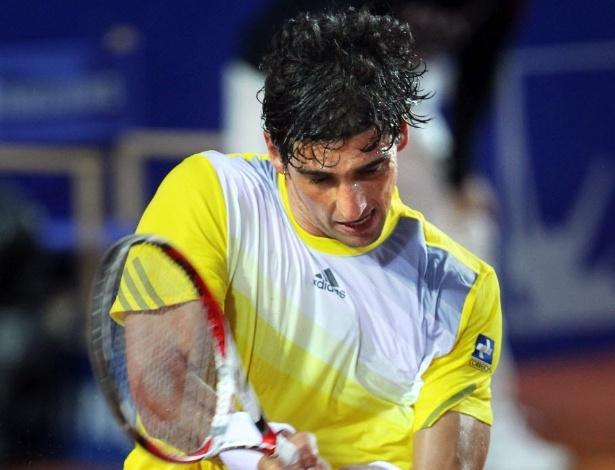 23.abr.2013 - Thomaz Bellucci sua durante jogada no ATP 500 de Barcelona