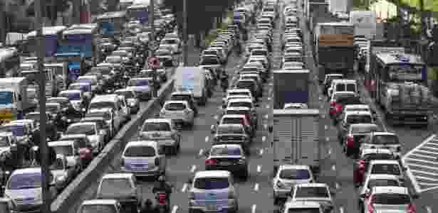 Trânsito intenso na manhã desta quinta-feira (25), na avenida Bandeirantes, zona sul de SP - Renato S. Cerqueira/Futura Press