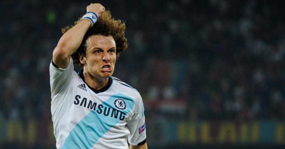 25.abr.2013 - David Luiz, do Chelsea, comemora após marcar o gol da vitória sobre o Basel, pela semifinal da Liga Europa