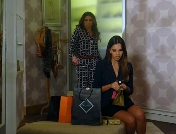"""25.abr,2013 - Em """"Salve Jorge"""", Helô expulsa Drika do quarto após filha encontrar compras"""