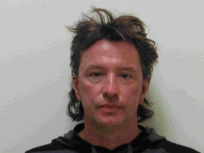 26.mar.2008 - O guitarrista Richie Sambora foi detido por dirigir embriagado, em Laguna Beach. O guitarrista do Bon Jovi estava com a filha de 10 anos quando foi detido