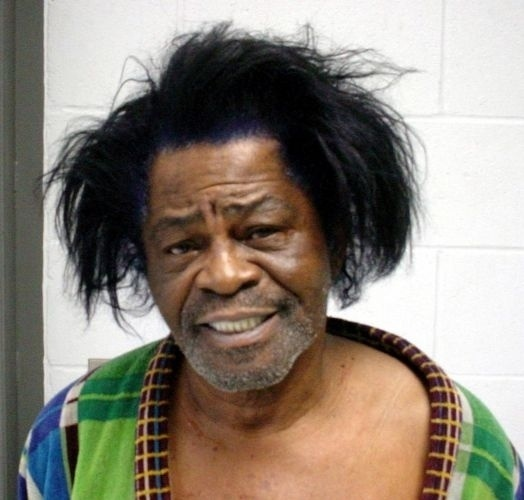 28.jan.2004 - O cantor James Brown foi detido acusado de violência doméstica contra a mulher Tomi Rea Brown, em Aiken, Carolina do Sul