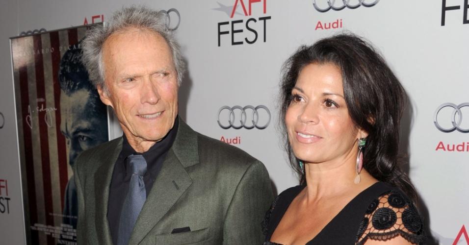3.nov.2011 - Clint Eastwood e Dina Eastwood na festa AFI FEST 2011, em Hollywood