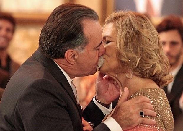 """Em """"Guerra dos Sexos"""", Charlô e Otávio se casam"""