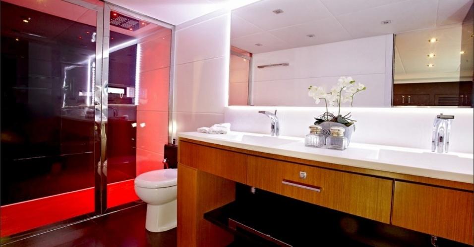 Imagem de um dos banheiros do Schaefer 80, avaliado em R$ 12 milhões