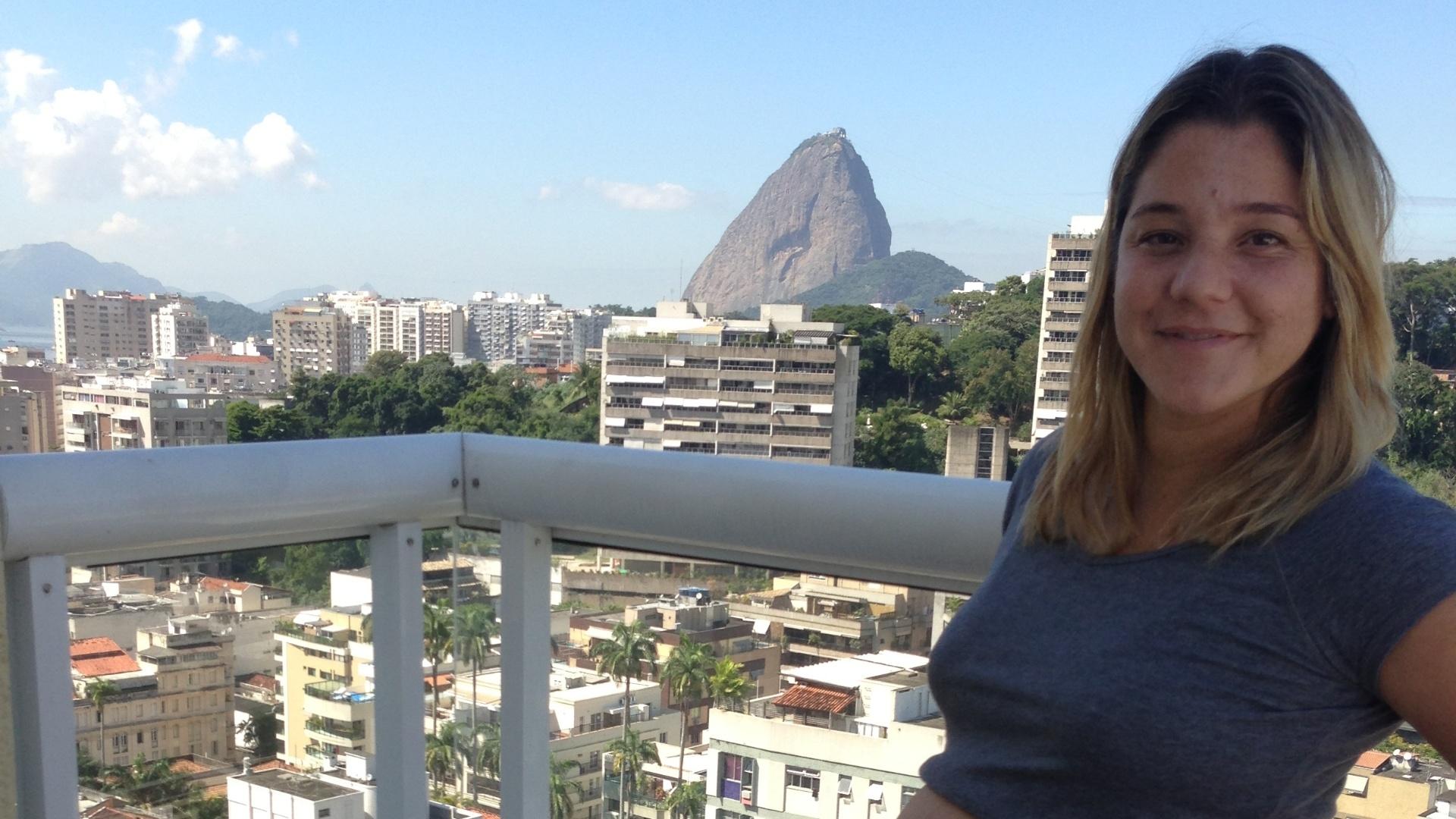Juliana Veloso exibe barriga da gravidez