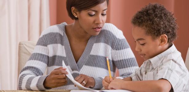 Ler histórias para a criança ajuda a formar o que os educadores chamam de comportamento leitor - Thinkstock