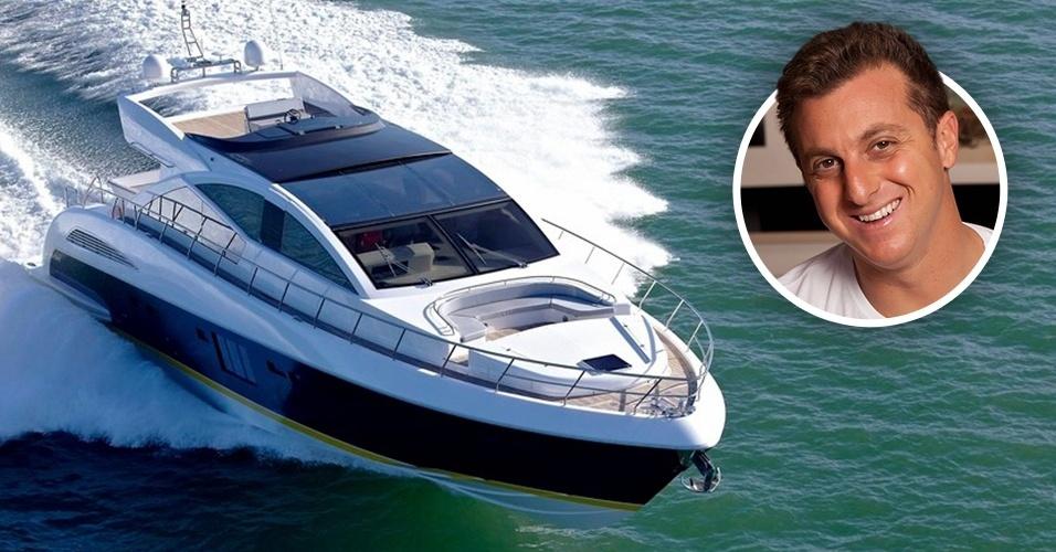 O apresentador Luciano Huck é dono de um iate Schaefer 800, semelhante ao da foto, avaliado em R$ 12 milhões. A embarcação de quase 25 metros de comprimento tem garagem para barcos e jet skis, três motores e quatro suítes