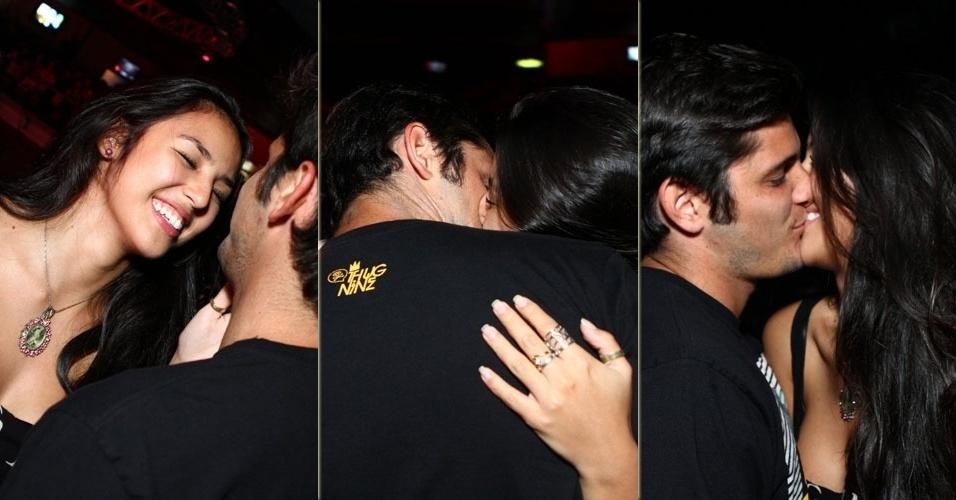 25.abr.2013 - Bruno Gissoni e Yanna Lavigne se beijam no show de Jorge e Matheus em casa noturna do Rio de Janeiro