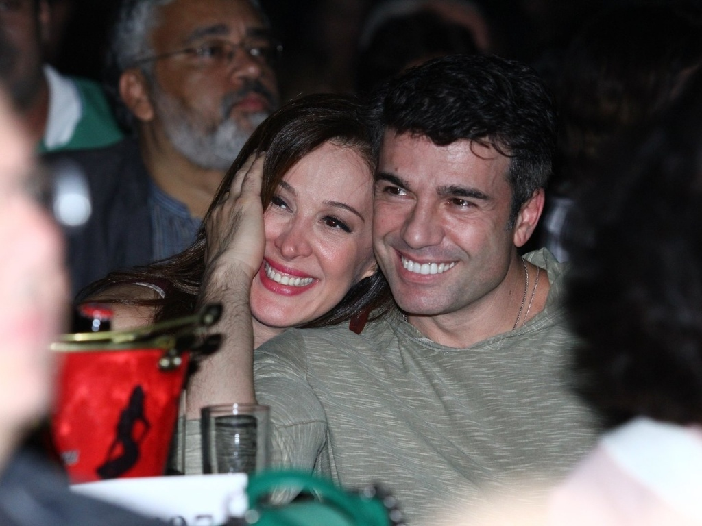 26.abr.2013 - Claudia Raia com o namorado Jarbas Homem de Mello no show de Djavan no Vivo Rio no Flamengo, Rio de Janeiro
