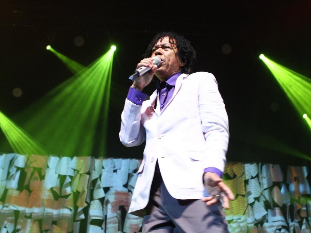 26.abr.2013 - Djavan se apresenta no Vivo Rio no Flamengo, Rio de Janeiro