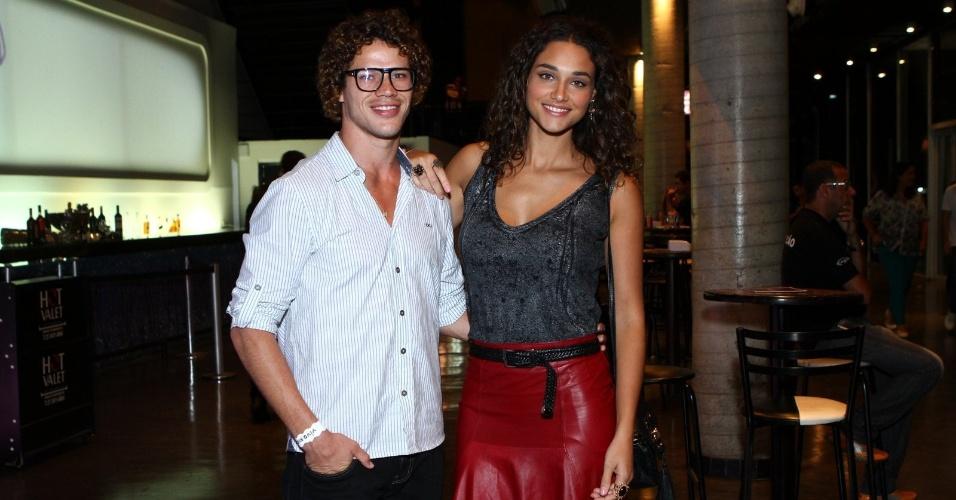 26.abr.2013 - José Loreto e Débora Nascimento no show de Djavan no Vivo Rio no Flamengo, Rio de Janeiro