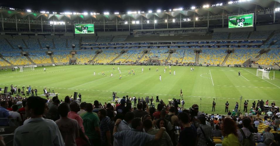 27.abr.2013 - Maracanã operou com capacidade ainda reduzida no evento teste deste sábado, entre amigos de Ronaldo e amigos de Bebeto