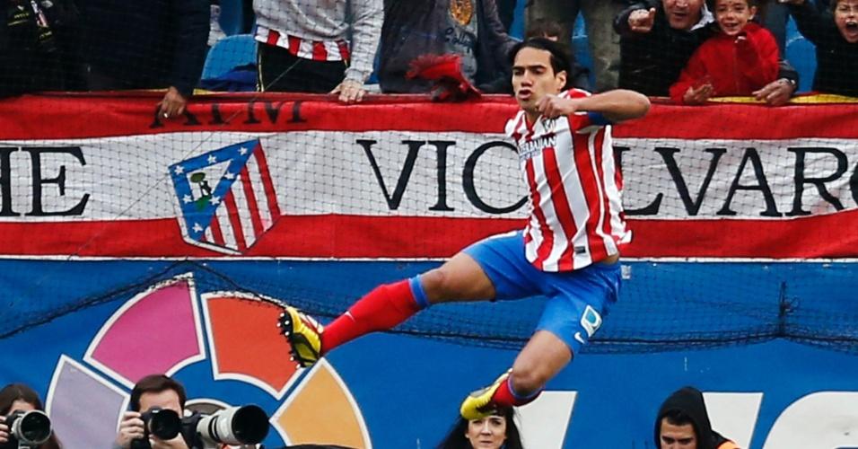 27.abr.2013 - O atacante colombiano Falcao, do Atlético de Madri, comemora a marcação de seu gol no clássico espanhol contra o Real Madrid