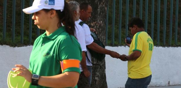 Operário vende ingresso para o evento teste que marca a reabertura do Maracanã, neste sábado