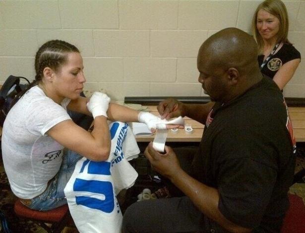 Sheila Gaff se prepara para a ltua contra Sara McMann, a terceira entre mulheres na história do UFC