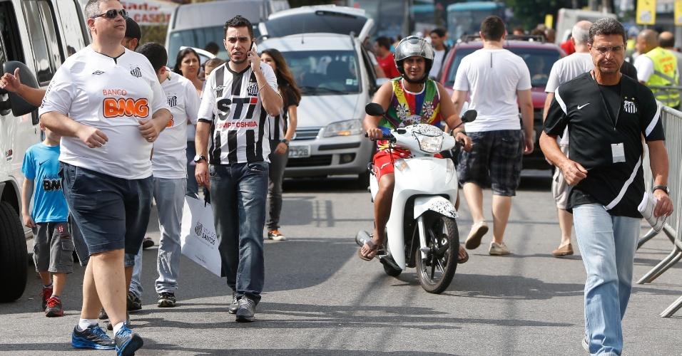 Torcedores do Santos chegam à Vila para o duelo contra o Palmeiras
