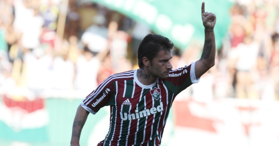 28.abr.2013 - Atacante Rafael Sóbis, do Fluminense, comemora após abrir o placar contra o Volta Redonda, pela semifinal do Campeonato Carioca