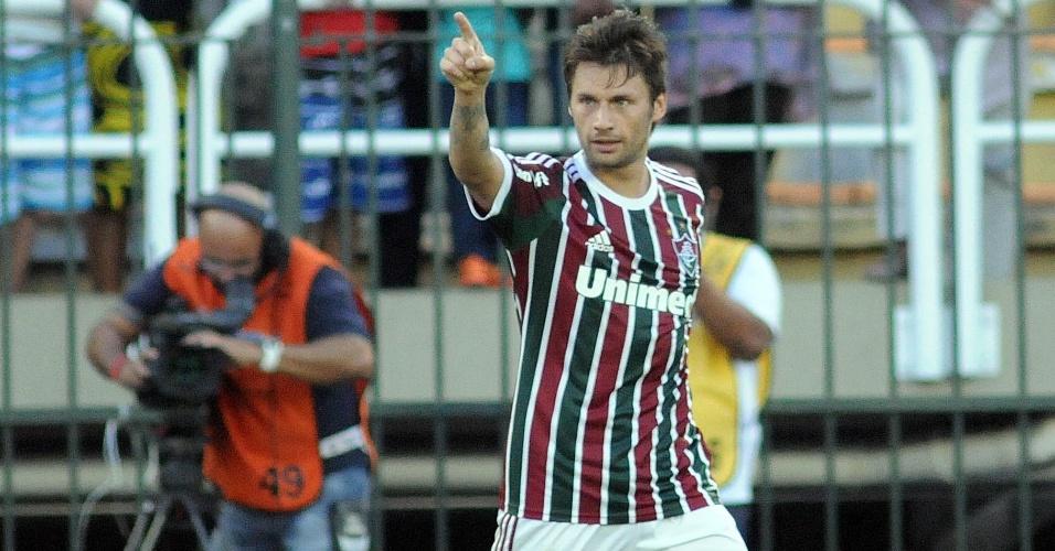 28.abr.2013 - Atacante Rafael Sóbis, do Fluminense, comemora após marcar contra o Volta Redonda, pela semifinal do Campeonato Carioca
