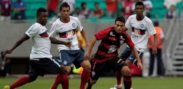 28.abr.2013 - Em Salvador, o Vitória voltou a vencer o rival Bahia e manteve a hegemonia na Arena Fonte Nova: 2 a 1