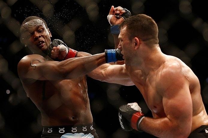28.abr.2013 - Gian Villante tenta golpe contra Ovince Saint Preux no UFC 159