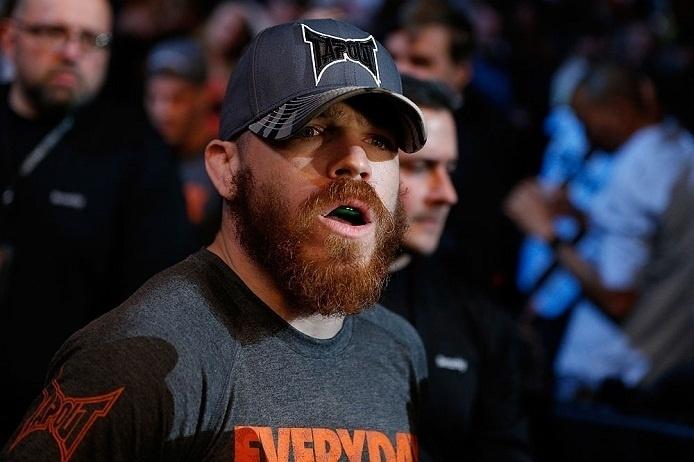 28.abr.2013 - Jim Miller se prepara para entrar no octógono para luta contra Pat Healy no UFC 159