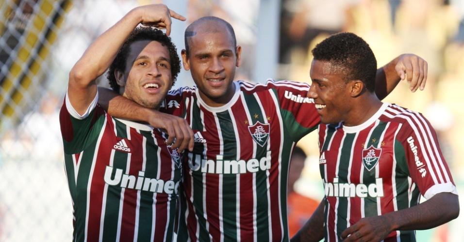 28.abr.2013 - Jogadores do Fluminense comemoram após Wellington Nem (esq) marcar o segundo do Fluminense contra o Volta Redonda, pela semifinal do Campeonato Carioca