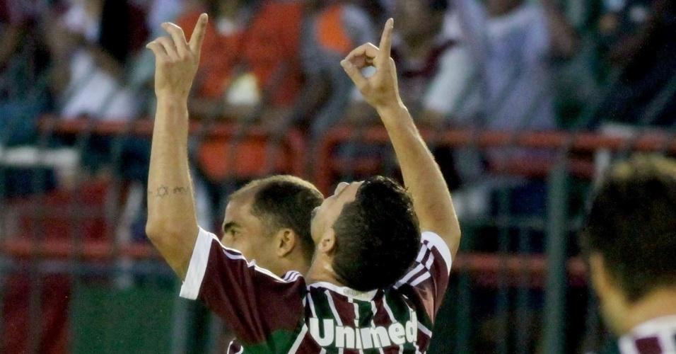 28.abr.2013 - Meia Thiago Neves, do Fluminense, comemora após fazer um golaço na vitória por 4 a 1 sobre o Volta Redonda, pela semifinal do Campeonato Carioca