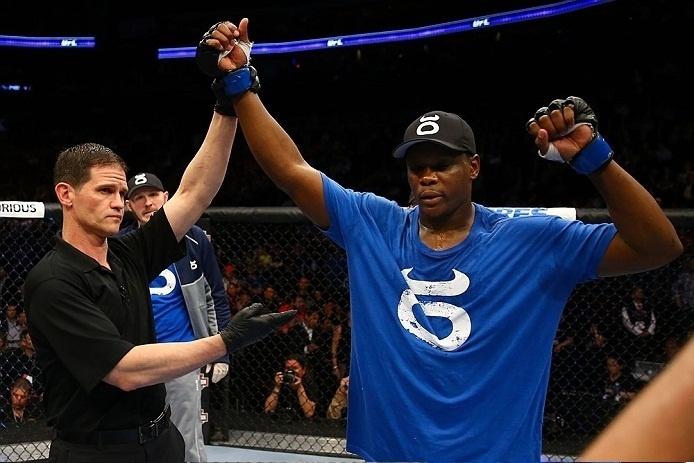 28.abr.2013 - Ovince Saint Preux é anunciado como o vencedor da luta contra Gian Villante no UFC 159