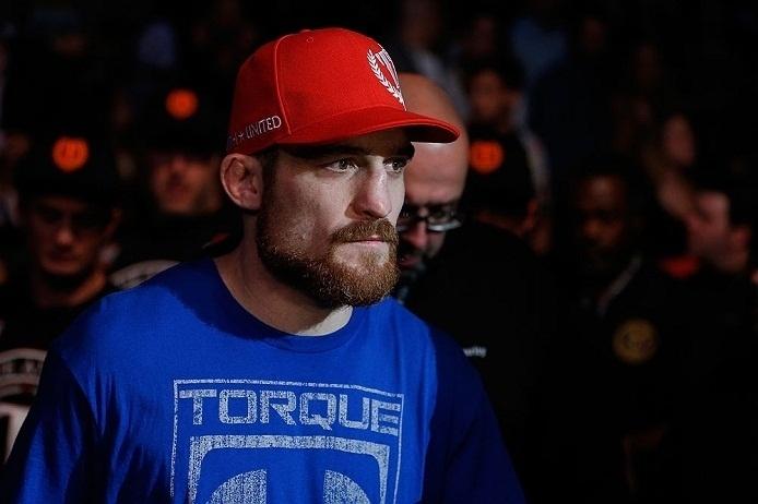 28.abr.2013 - Pat Healy se prepara para entrar no octógono para luta contra Jim Miller no UFC 159