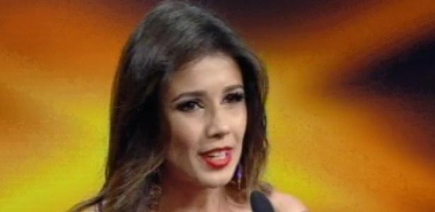 28.abr.2013 - Paula Fernandes recebe dois prêmios que ganhou em 2012, no Troféu Imprensa 2013