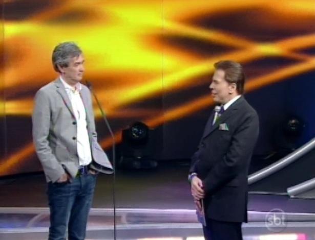 28.abr.2013 - Serginho Groisman conversa com Silvio Santos durante o Troféu Imprensa 2013