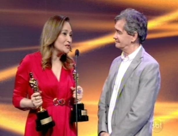 28.abr.2013 - Serginho Groisman recebe troféus de Sonia Abrão no Troféu Imprensa 2013