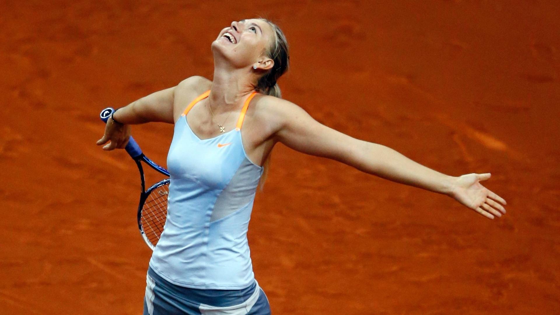 28.abr.2013 - Sharapova comemora após vencer a chinesa Na Li por dois sets a 0 e se sagrar campeã do Torneio de Stuttgart, na Alemanha