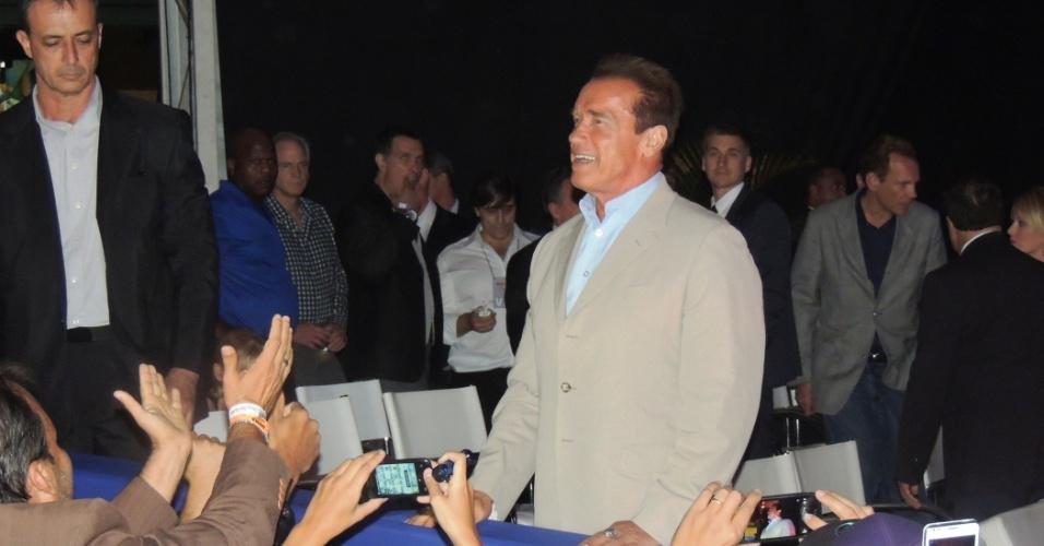 Como tem sido comum no Rio, Schwarzenegger causa frisson por onde passa durante o evento que conta com fisiculturismo, MMA, luta de braço, pole dance e outros
