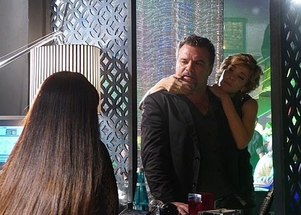 """Em """"Salve Jorge"""", Russo decide levar capangas para encontro com Morena"""