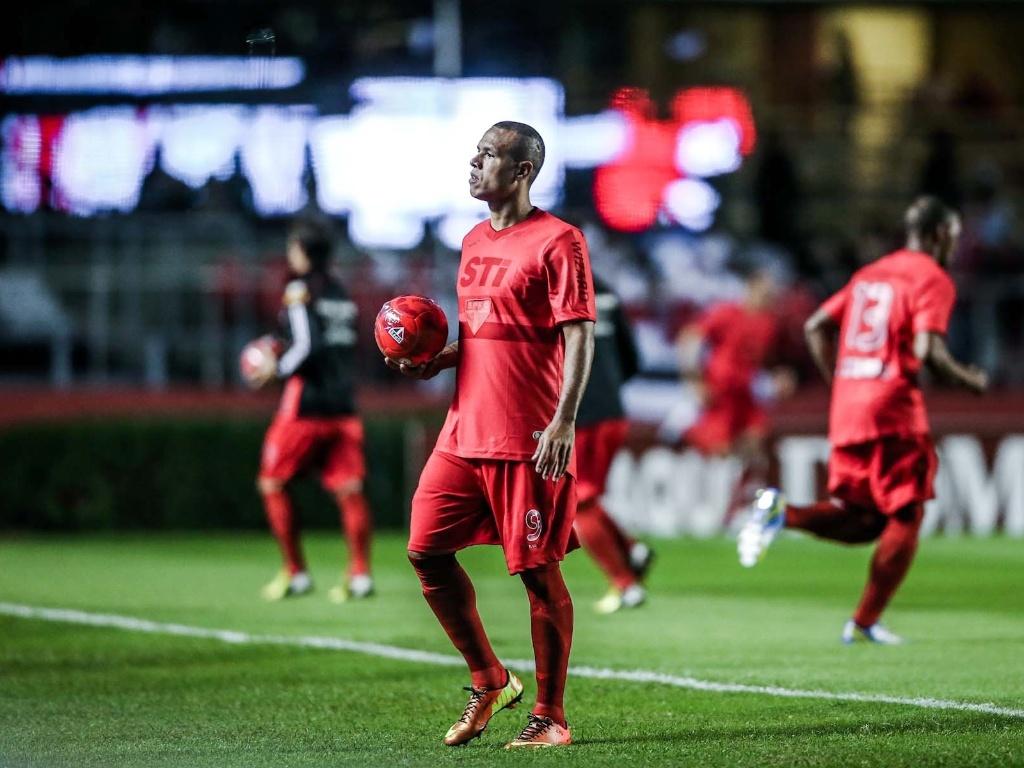 L. Fabiano revela propostas de Real e Milan e lamenta não ter jogado ... b969d586793a7