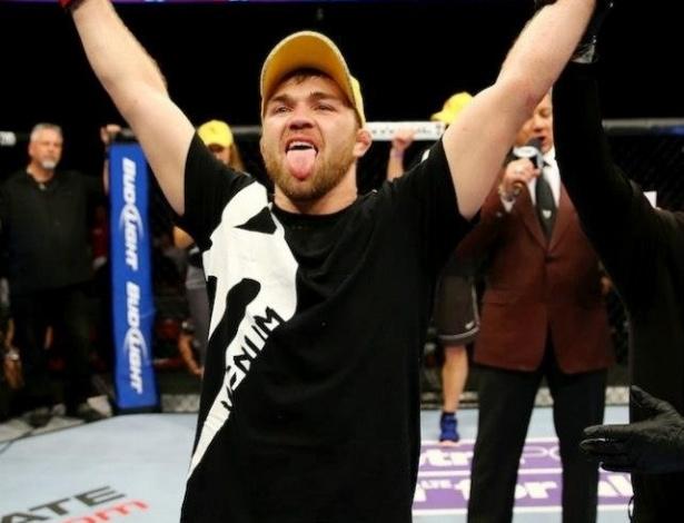 Steven Siler venceu Kurt Holobaugh por pontos no card preliminar do UFC 159