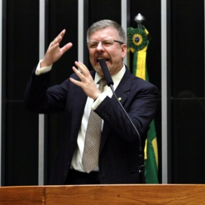 A PF cumpriu hoje mandado de busca e apreensão na casa do deputado federal e ex-presidente da Câmara Marco Maia (PT-RS), em Canoas (RS)