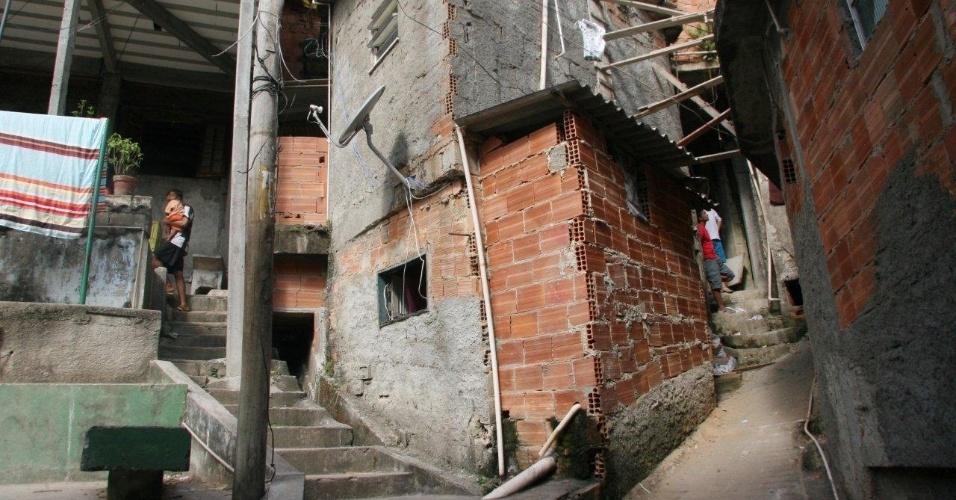 29.abr.2013 - Ruas vazias após a operação da Polícia Militar de ocupação das favelas Cerro-Corá, Guararapes e Vila Cândido, no Cosme Velho, para a instalação da 33ª UPP (Unidade de Polícia Pacificadora) do Rio de Janeiro