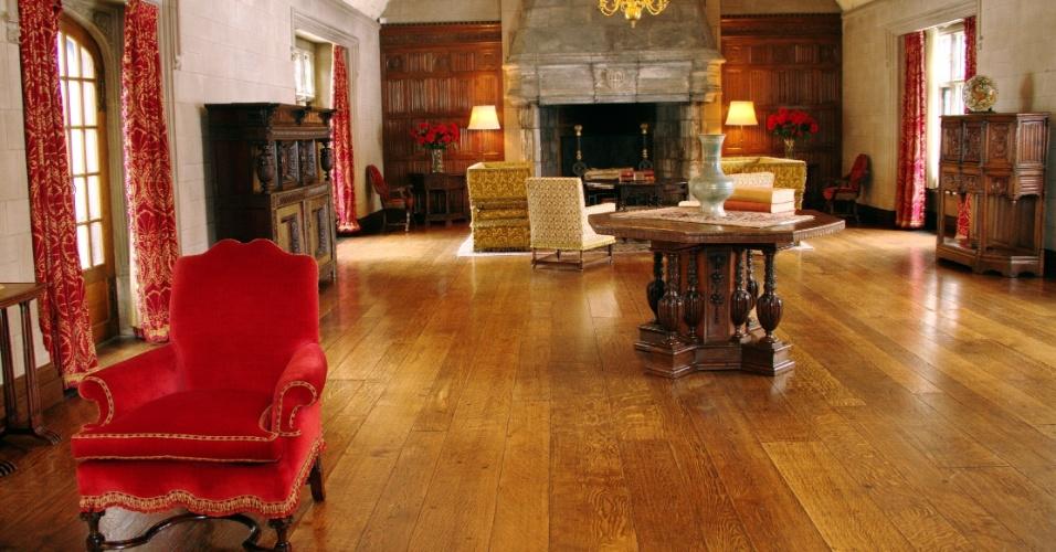 Conhecida como The Gallery, esta sala da residência da família Ford era utilizada, exclusivamente, para festas e, em 1946, recebeu Frank Sinatra para um show no aniversário de um dos filhos de Edsel Ford
